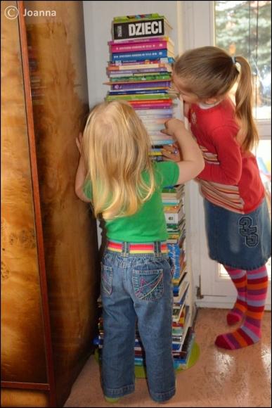 książki - wieża Miśki
