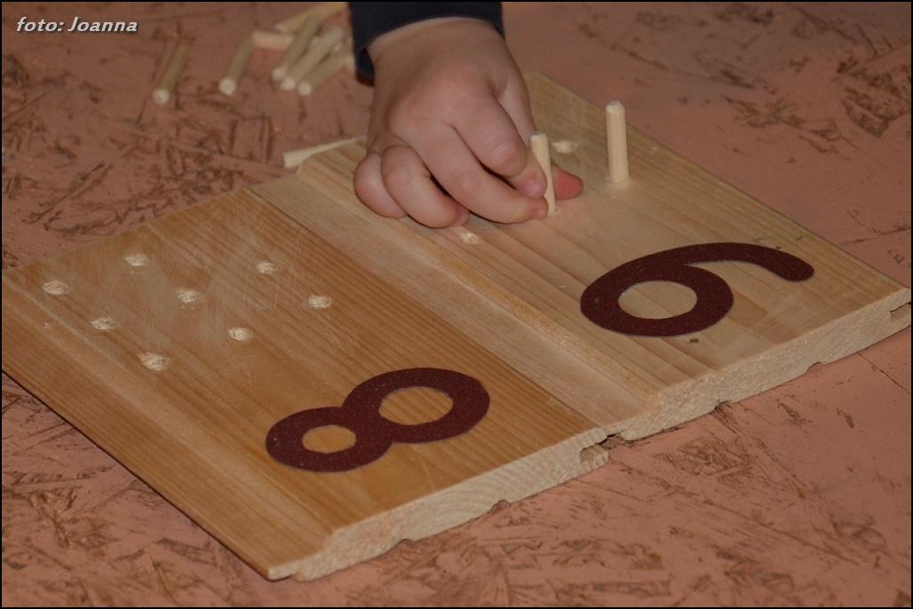 kołki w tabliczkach matematycznych - montessori