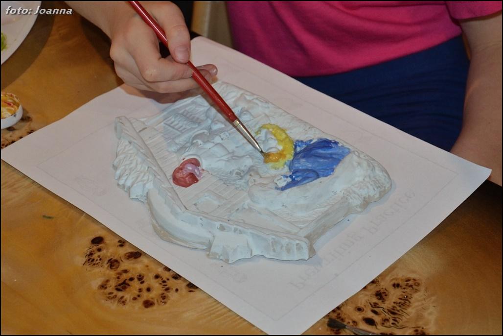 malowanie gipsowej szopki