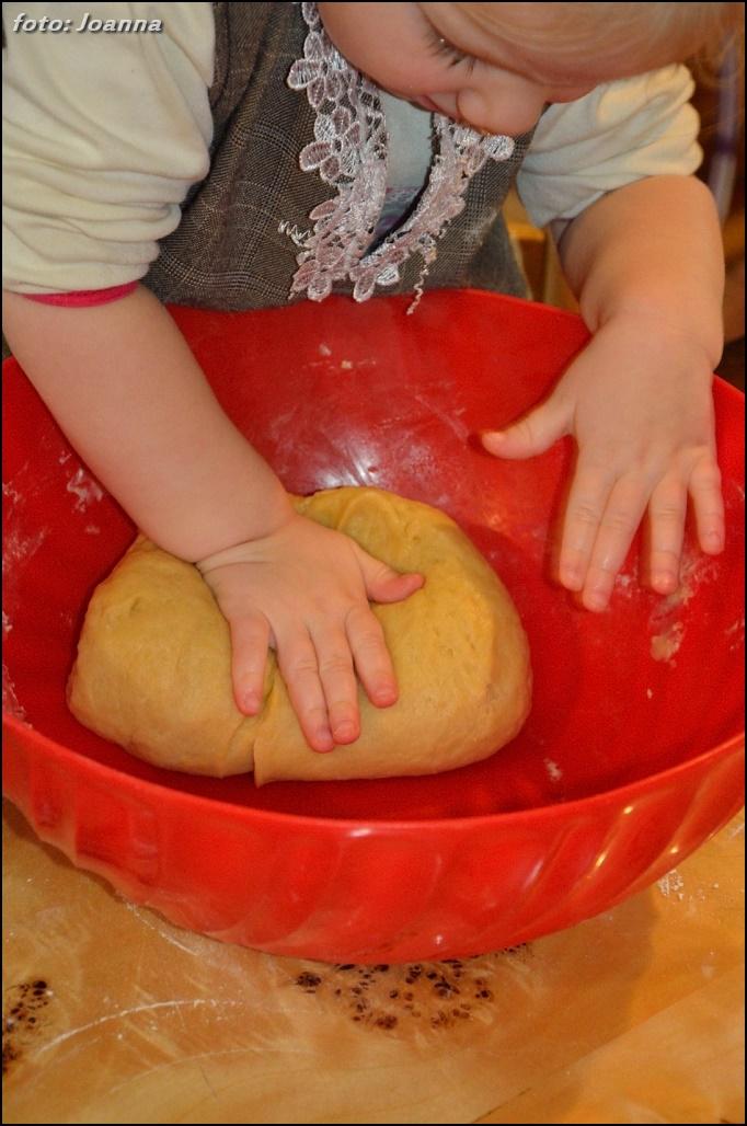 wyrabianie ciasta drożdżowego