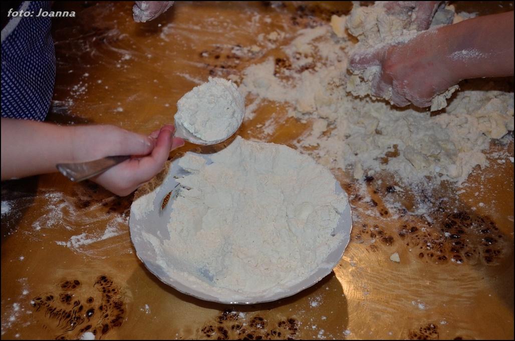 dosypywanie mąki