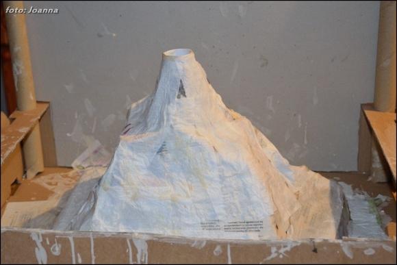 wulkan paper mache