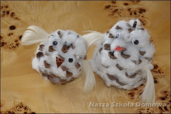 sowa śnieżna z szyszki