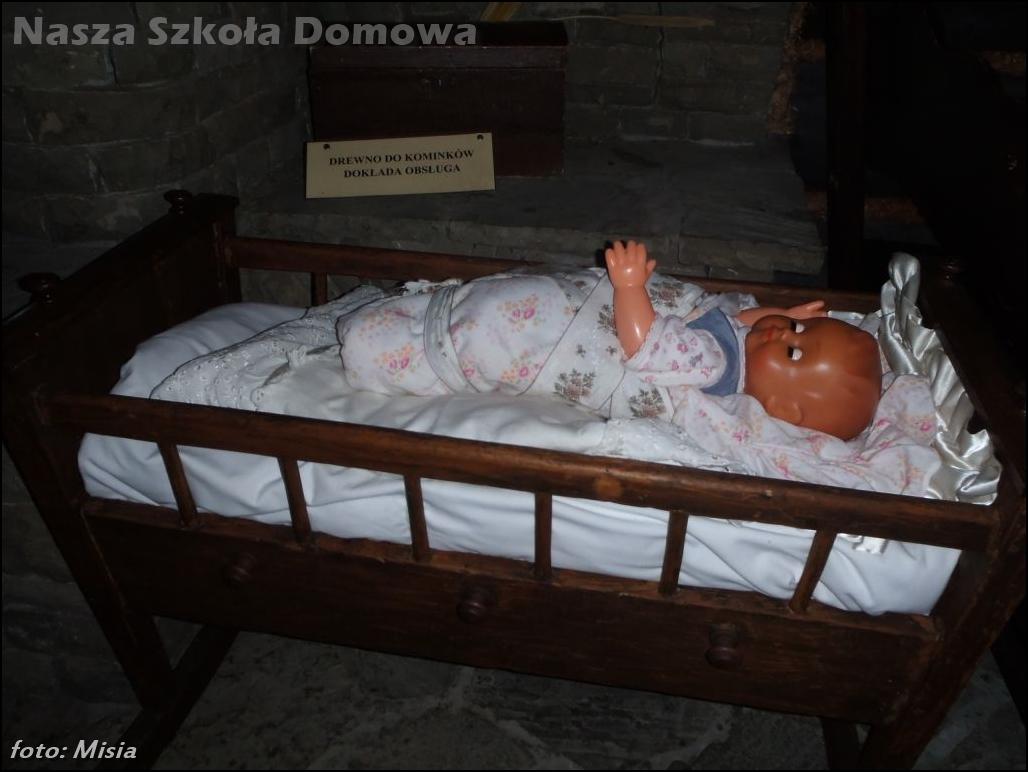 Lalka w kołysce