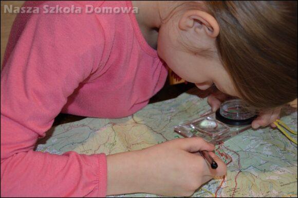 Dzieci poznają mapę turystyczną