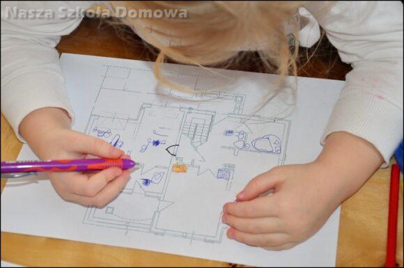 Dziecko poznaje plan domu