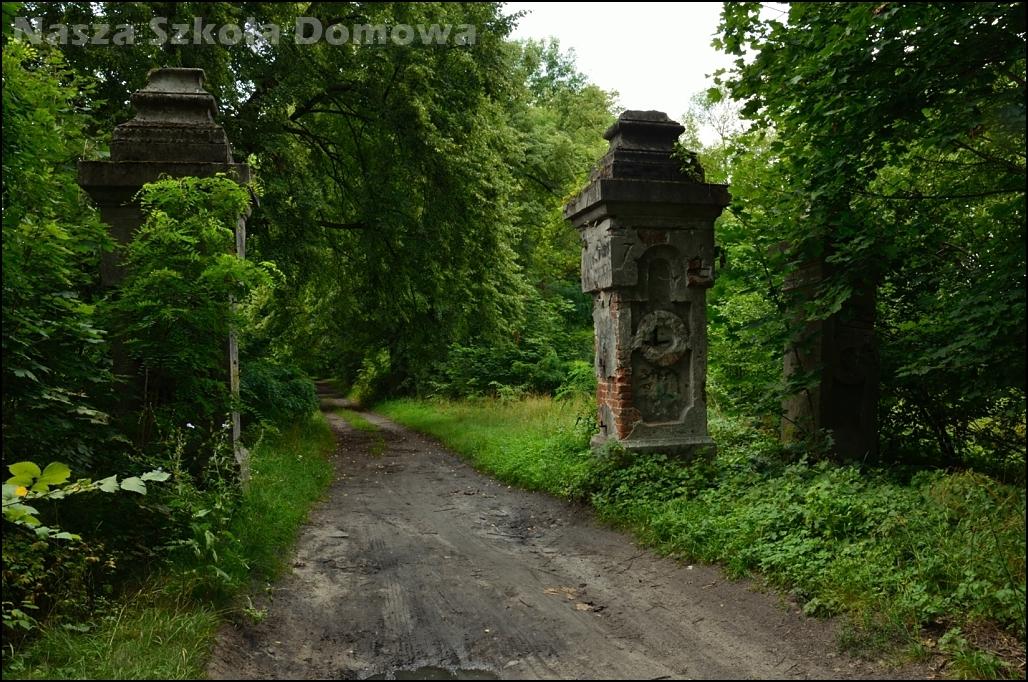 Brama parku dworskiego