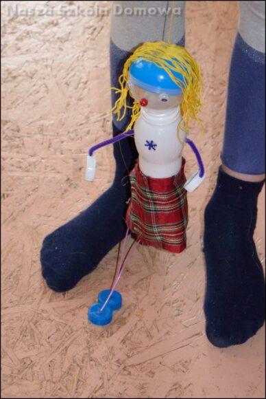 marionetka z butelki - upcycling